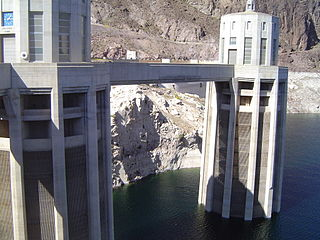 320px-230_hoover_dam
